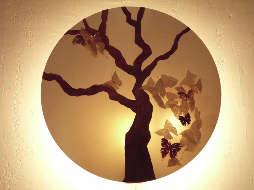 Lampe arbre allumée Constance Escal Papillon